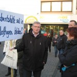 Grüne für den Erhalt der Geburtshilfestation in Wolfhagen. Hier am Sammelpunkt des großen DEMO-Zuges in richtung Kreisklinik.